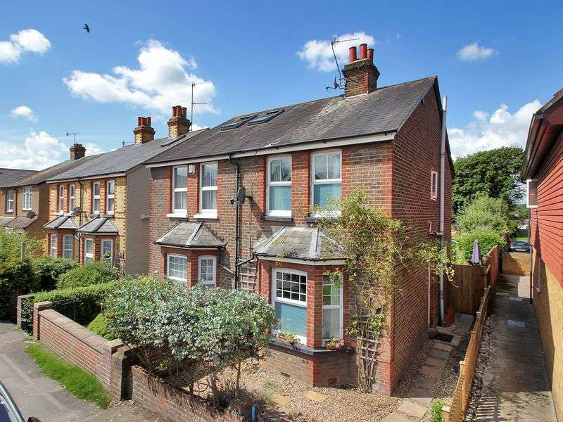 3 Bedrooms Semi Detached House for sale in Horley Road, Redhill