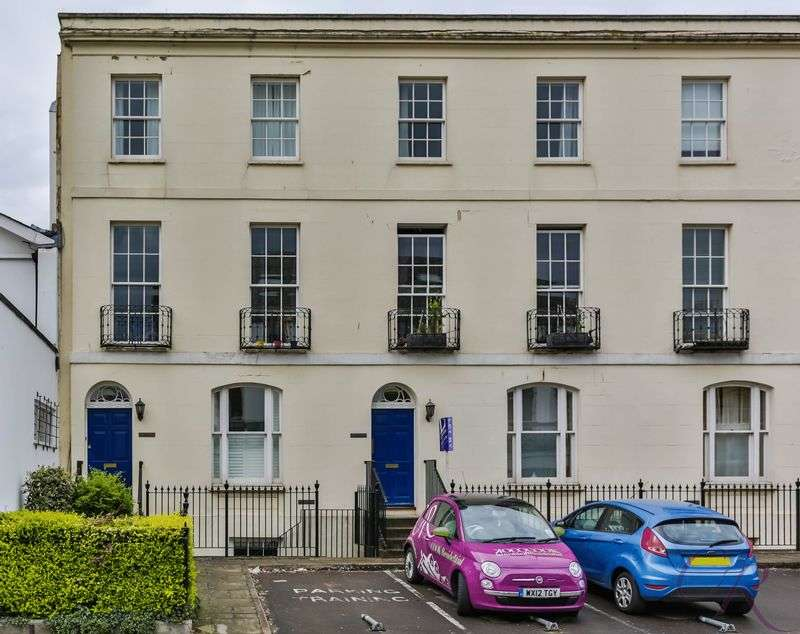 2 Bedrooms Flat for sale in Cheltenham Town Centre