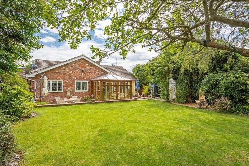 3 Bedrooms Detached Bungalow for sale in Church Street, Northampton
