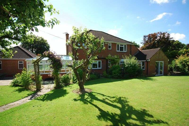 4 Bedrooms Detached House for sale in New Barn Lyminge