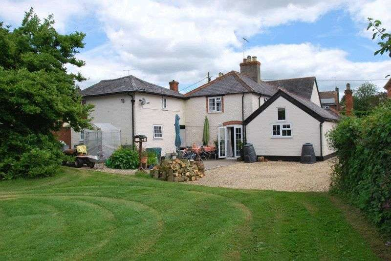 4 Bedrooms Detached House for sale in Figheldean, Salisbury