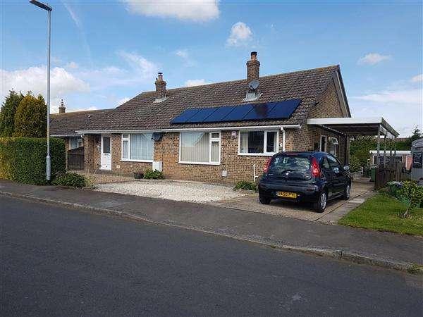 2 Bedrooms Bungalow for sale in Fernfield, Hawkinge, Folkestone
