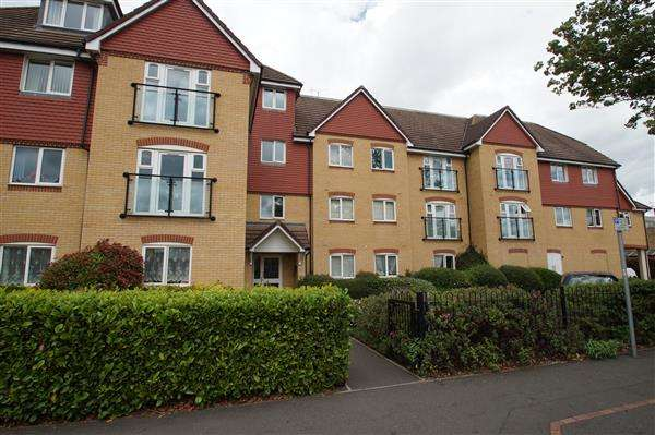 2 Bedrooms Apartment Flat for sale in Charlcot Mews, Cippenham
