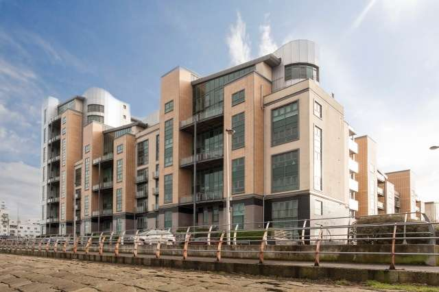 2 Bedrooms Flat for sale in Western Harbour Place, Newhaven, Edinburgh, EH6 6NG