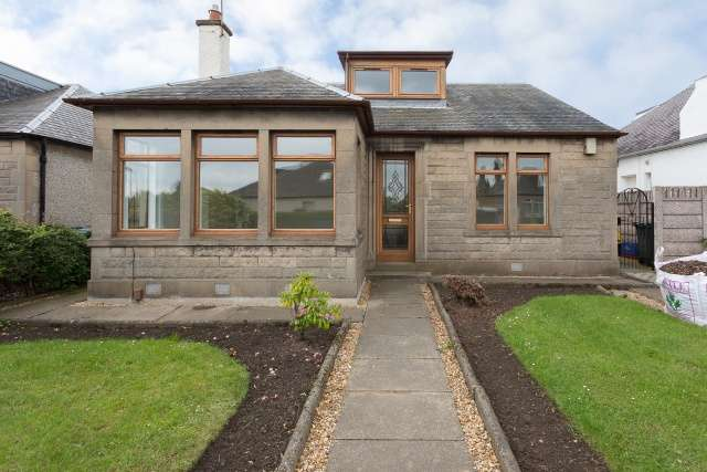 3 Bedrooms Bungalow for sale in Durham Drive, Duddingston, Edinburgh, EH15 1PH
