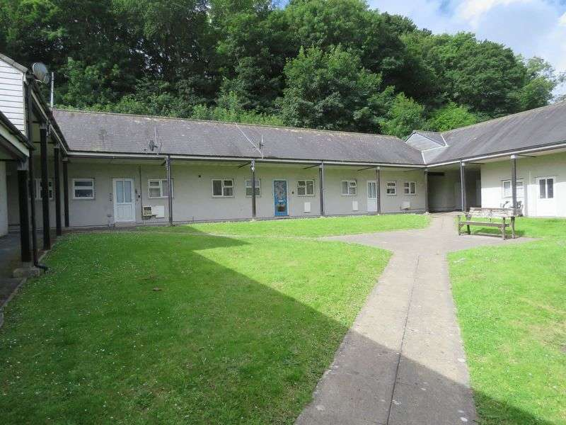 2 Bedrooms Bungalow for sale in Merrifield Close, Truro