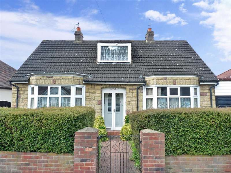 2 Bedrooms Bungalow for sale in Brooklyn Avenue, Loughton, Essex