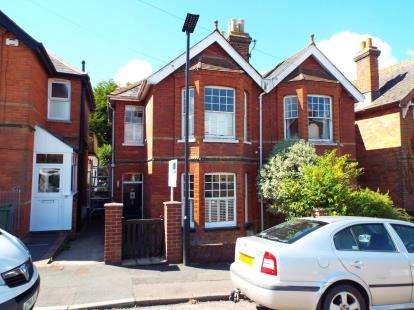 3 Bedrooms Semi Detached House for sale in East Cowes, Isle Of Wight