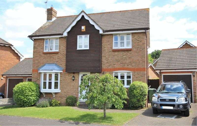3 Bedrooms Detached House for sale in Ashdon Close, Hutton Poplars