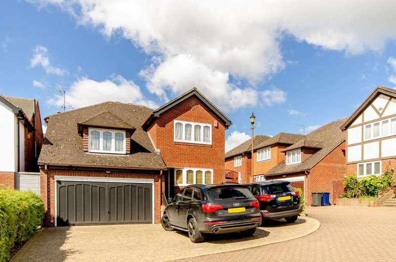 5 Bedrooms House for sale in Maxfield Close, Oakleigh Park, N20