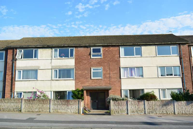 2 Bedrooms Flat for sale in Lindsay Court, Squires Gate, Blackpool, FY8 2ST