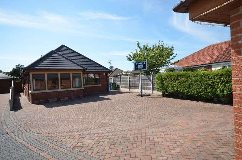 4 Bedrooms Detached Bungalow for sale in 29b Bispham Road, Carleton Lancs FY6 7PE