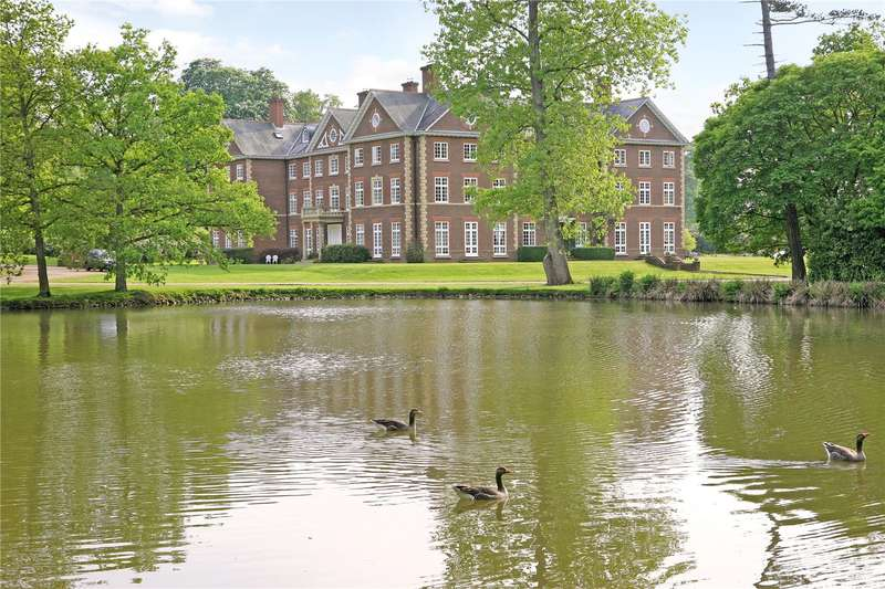 3 Bedrooms Flat for sale in Warnham Manor, Ends Place, Warnham, West Sussex, RH12