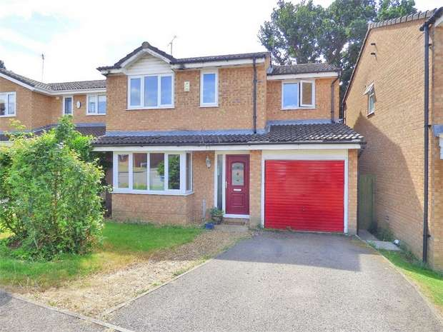 4 Bedrooms Detached House for sale in Whiteheart Close, Northampton