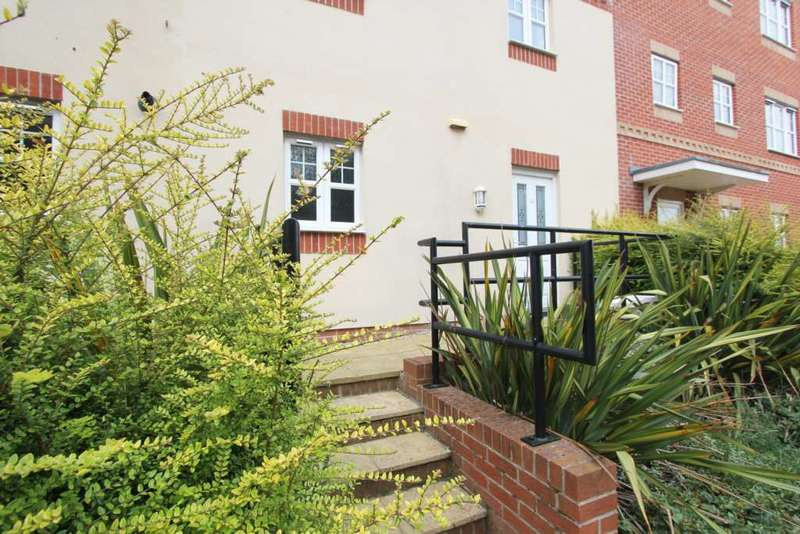 2 Bedrooms Flat for sale in Buttsmead, Littlehampton