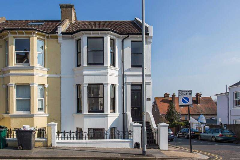 4 Bedrooms End Of Terrace House for sale in Queens Park Road, Brighton