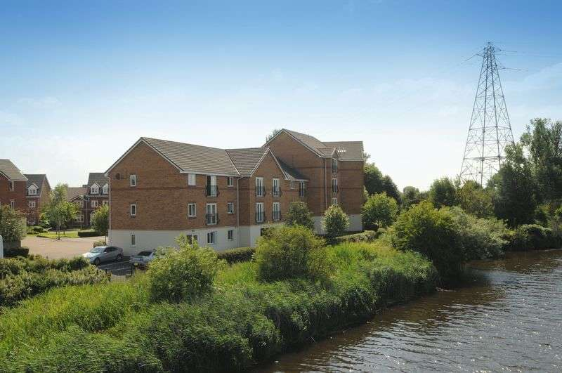 2 Bedrooms Flat for sale in Moorside, Warrington