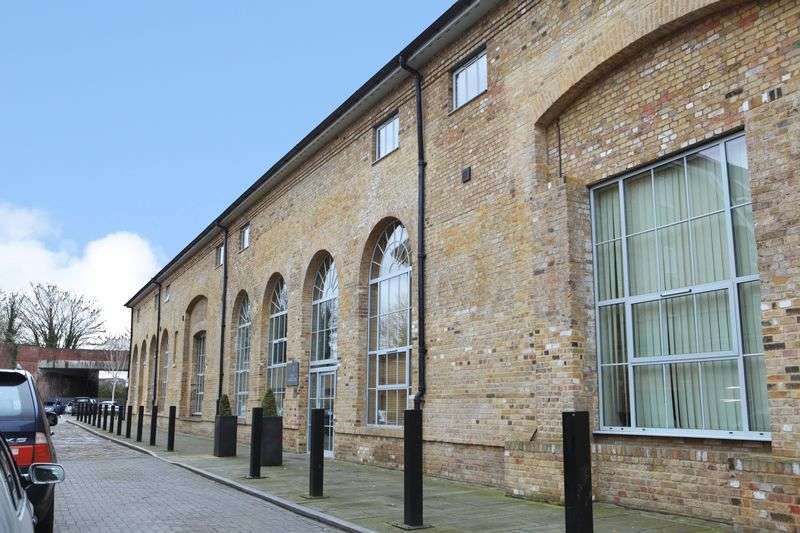 2 Bedrooms Flat for sale in Station Road, Ware