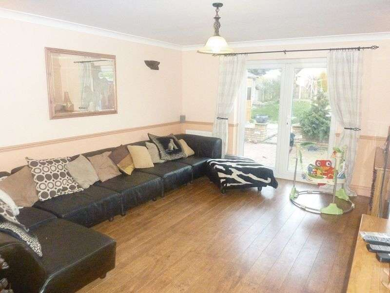 4 Bedrooms Semi Detached House for sale in The Drive, Rochford