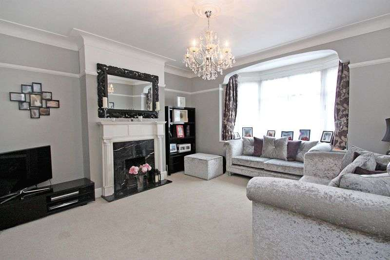 4 Bedrooms Semi Detached House for sale in Palmerston Road, Buckhurst Hill