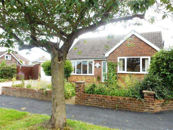 3 Bedrooms Bungalow for sale in Orchard Drive, Burton-Upon-Stather, Scunthorpe