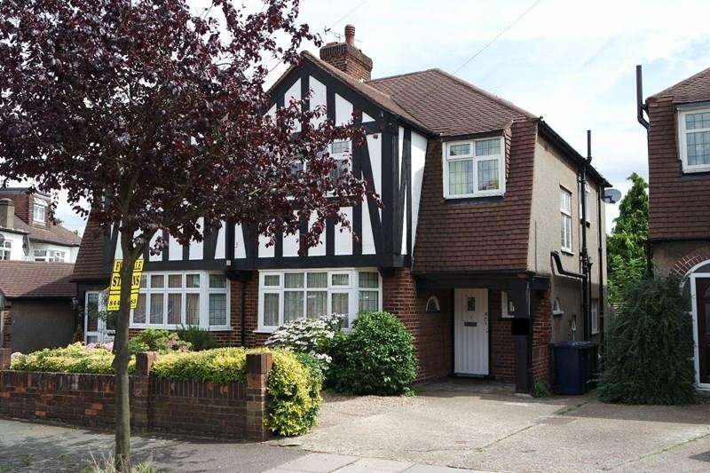 4 Bedrooms Semi Detached House for sale in Raydean Road, New Barnet