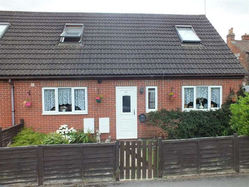 3 Bedrooms Property for sale in Rutland Crescent, Towbridge, Wiltshire, BA14