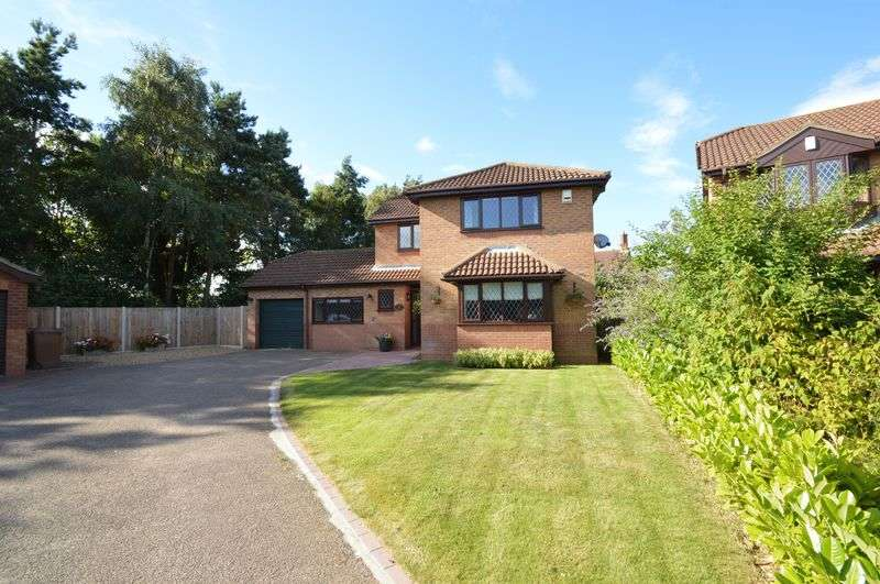 4 Bedrooms Detached House for sale in Coopers Close, Norwich