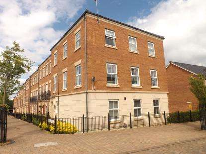 2 Bedrooms Flat for sale in North Main Court, Westoe Crown Village, South Shields, Tyne and Wear, NE33