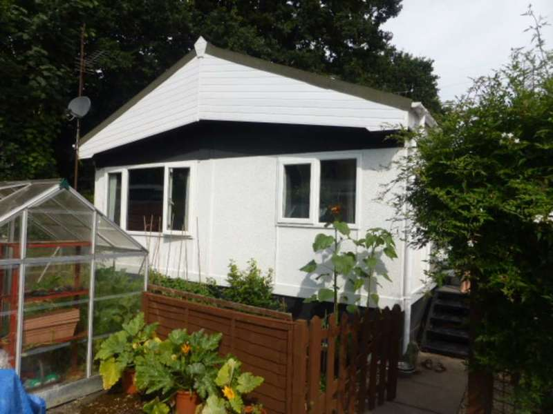 1 Bedroom Park Home Mobile Home for sale in Heathervale Way, Addlestone