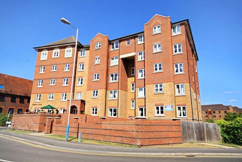 2 Bedrooms Retirement Property for sale in Holmes Court, Tonbridge, TN9 1GS