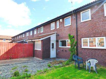 3 Bedrooms Semi Detached House for sale in St. John Street, North Shields, Tyne and Wear, NE29