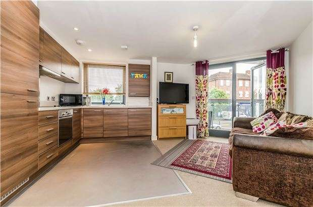 1 Bedroom Flat for sale in Middleton Road, Carshalton, Surrey, SM5 1HR