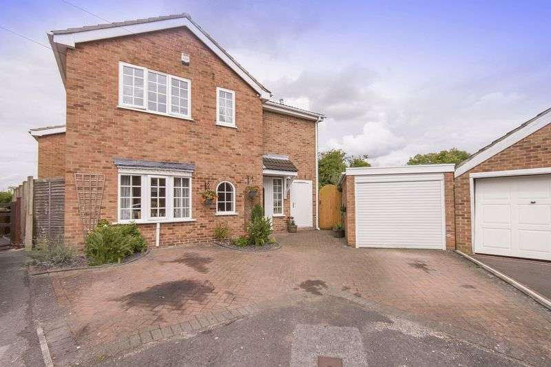 4 Bedrooms Detached House for sale in MEADOW CLOSE, FINDERN