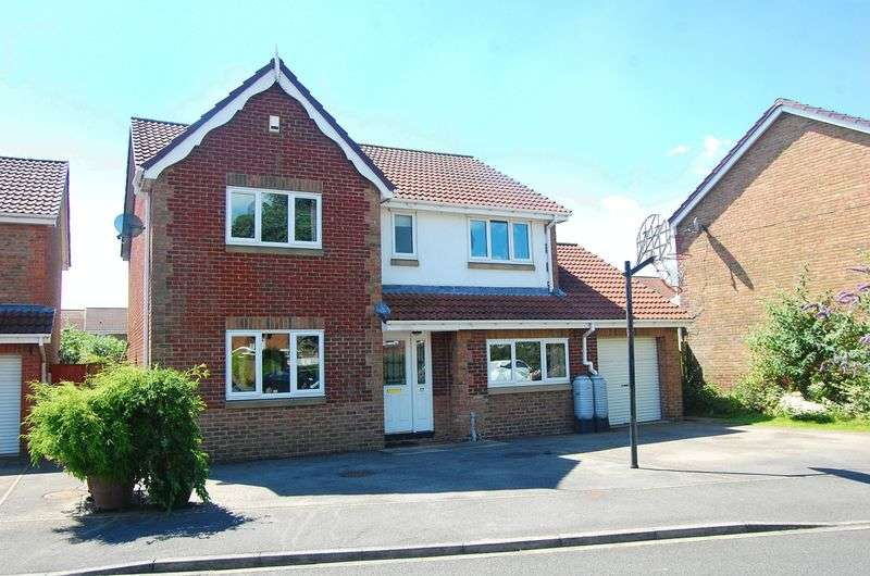 4 Bedrooms Detached House for sale in Honeysuckle Close, Romanby Park, Northallerton