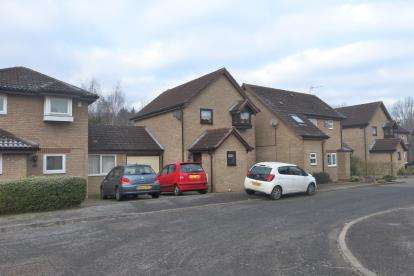 3 Bedrooms Link Detached House for sale in Chevalier Grove, Crownhill, Milton Keynes, Buckinghamshire