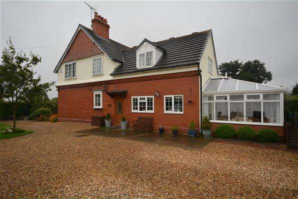 3 Bedrooms Detached House for sale in Garden Cottage, Badgers Rake Lane, Ledsham