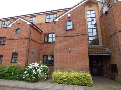 3 Bedrooms Flat for sale in Roman Court, 2 Gildas Avenue, Kings Norton, Birmingham