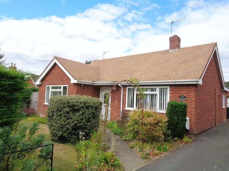 3 Bedrooms Detached Bungalow for sale in Village Street, Harvington