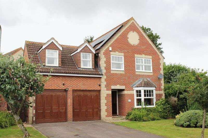 4 Bedrooms Detached House for sale in Caraway Close, Chard