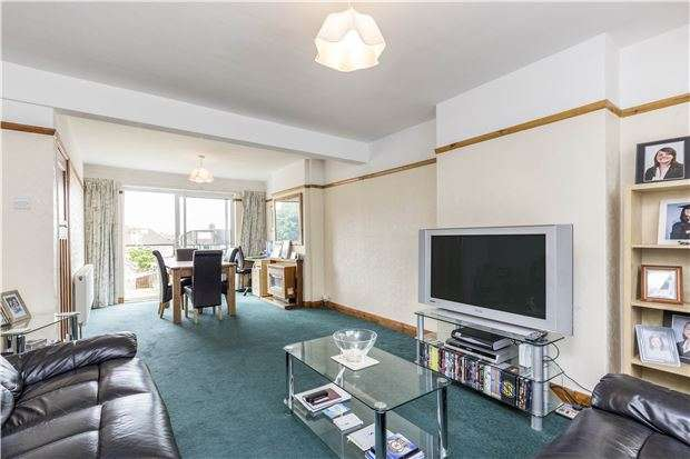 3 Bedrooms Terraced House for sale in Rougemont Avenue, MORDEN, Surrey, SM4 5PZ