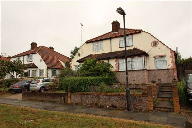 4 Bedrooms Semi Detached House for sale in Mollison Way, EDGWARE, Middlesex, HA8 5QY