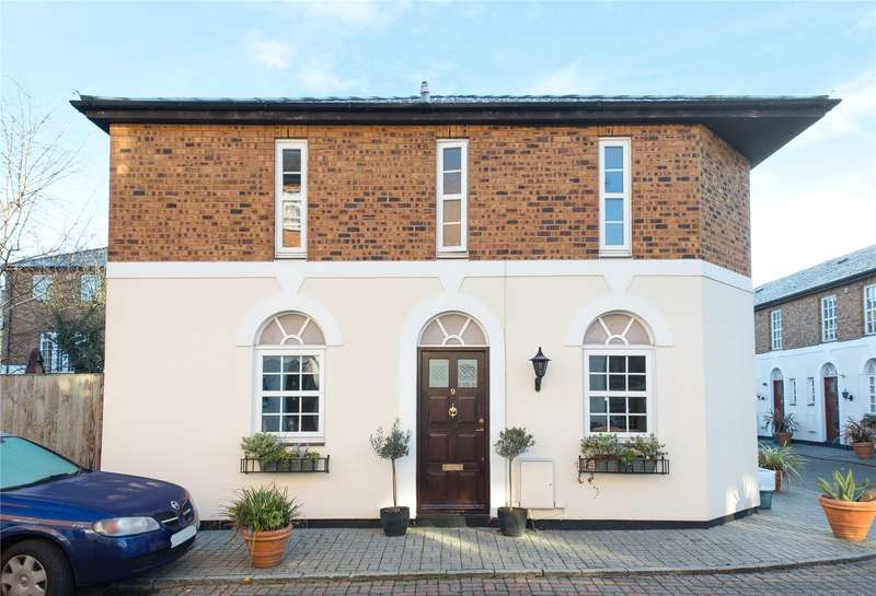 2 Bedrooms Semi Detached House for sale in Copenhagen Gardens, London, W4