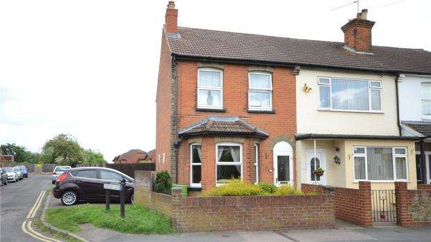 2 Bedrooms End Of Terrace House for sale in Church Road, Aldershot, Hampshire