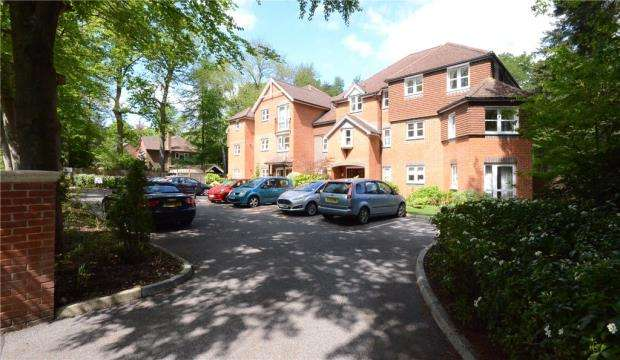 1 Bedroom Retirement Property for sale in Silver Wood Court, Branksomewood Road, Fleet