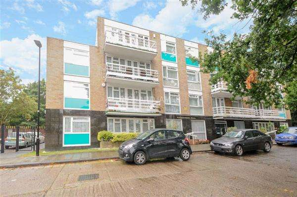 2 Bedrooms Apartment Flat for sale in Windermere Hall, Stonegrove, Edgware