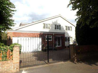 5 Bedrooms Detached House for sale in Hartburn Avenue, Stockton-on-Tees, Durham