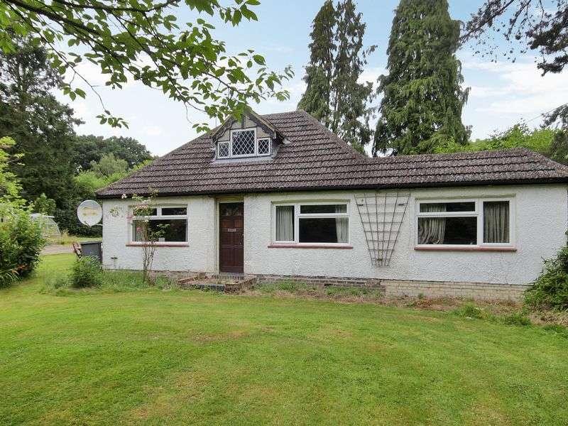 4 Bedrooms Bungalow for sale in Newchapel Road, Lingfield, Surrey