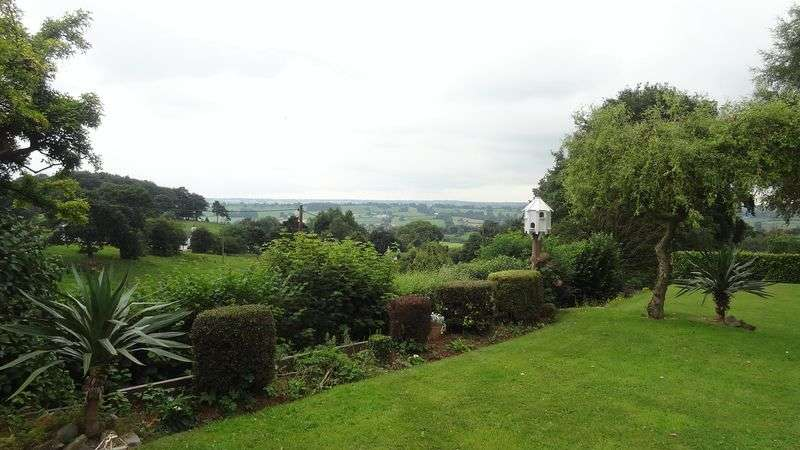 5 Bedrooms Detached House for sale in Gorsty Hill, Tean