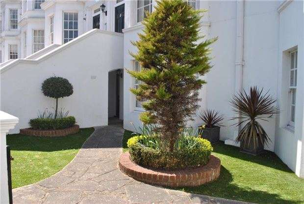 2 Bedrooms Flat for sale in Silverdale Road, Eastbourne